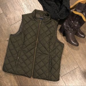 Gap quilted Vest